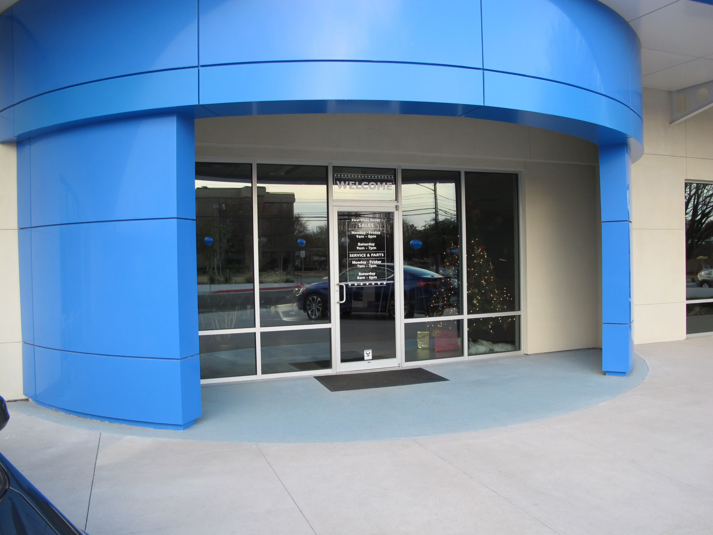 Texas Honda installs Bomanite Broadcast Aggregate Decorative Concrete Topping for Dealership Entrance